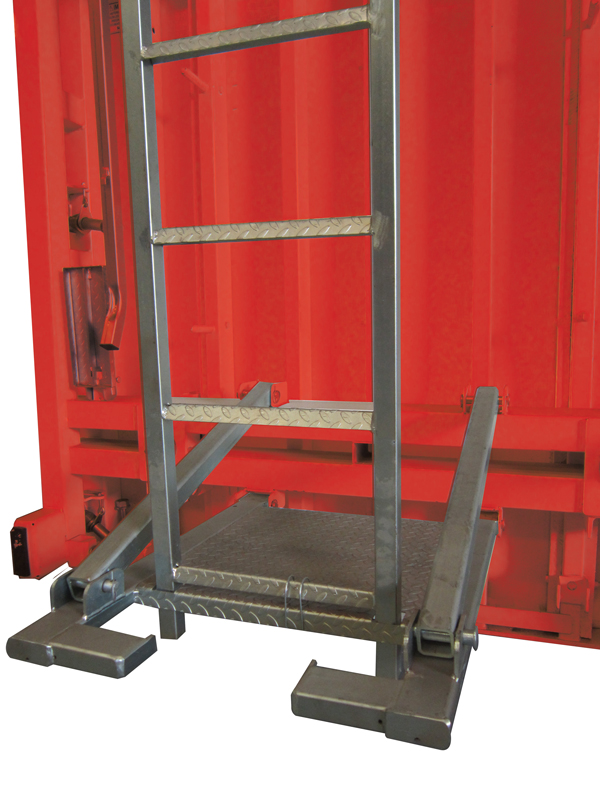 Articulated step that can be packed to ladder feet, and turn the panel over the ground
